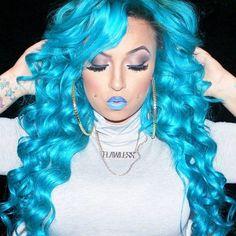 ℒᎧᏤᏋ her long pretty wavy platinum turquoise hair! Turquoise Hair Dye, Teal Hair, Bright Hair, Red Hair Color, Voodoo Blue, Unicorn Hair, Mermaid Hair, Wigs For Black Women, Crazy Hair