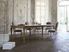 Extending oak table LOUIS-MARIE Nouveaux Classiques Collection by ROCHE BOBOIS | design Jean-François Marchou