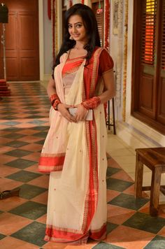 This app includes a collection of best handpicked Indian Bridal Dresses. Bengali Saree, Bengali Bride, Indian Sarees, Indian Photoshoot, Saree Photoshoot, Saree Wearing Styles, Saree Styles, Beautiful Saree, Beautiful Indian Actress