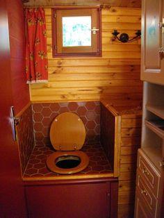 Une autre idée de décoration les toilettes sèches carrelées