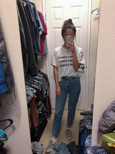 Ootd: brandy Melville graphic tee, mom jeans, checkered vans