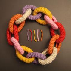 Collana catena all'uncinetto di lana multicolor