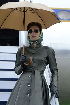 """""""This is [Season Episode 6 when the switch starts to happen, when she suddenly feels trapped and betrayed, so we really liked this tragic figure element to her, [like she's] in mourning .This was a beautiful silk coat. Every costume was completely. The Crown Season 1, Vanessa Kirby The Crown, The Crown 2016, Pin Up Retro, The Crown Series, Crown Netflix, Crown Aesthetic, Princess Margaret, Costume Shop"""