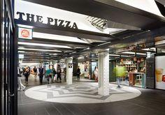 Геометрический потолок в современном торговом центре