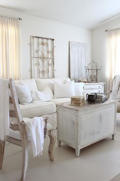 The 3 Pieces of Furniture Essential for a Shabby Chic Bedroom – We Shabby Chic Rustic Living Room Furniture, Shabby Chic Living Room, Chic Living Room, Rustic Living Room, Living Room Diy, Shabby Chic Homes, Home Decor, Shabby Chic Room, Living Room Designs