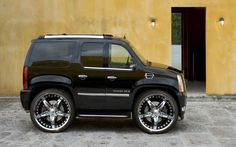 I like a lot of the photoshop car pictures. You'd have to be a stick to get through those doors! Smart Car Body Kits, Smart Kit, Cadillac Escalade, Mini Car, 4x4, Car Mods, Weird Cars, Pedal Cars, Sweet Cars