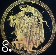 Teti è un altro classico esempio di perfezione femminile. Regalata a Peleo da Zeus (una profezia rivelava che suo figlio avrebbe sorpassato il padre, quindi gli dèi si tennero alla larga), lo combatté in tutte le sue forme (le creature del mare in Grecia sono spesso shape-shifter) prima di arrendersi. Questa coppa del museo di Berlino, un capolavoro, cattura il momento della metamorfosi, con un Peleo che, vero gentiluomo, tiene la spada nel fodero anche se quasi sopraffatto dalla futura…