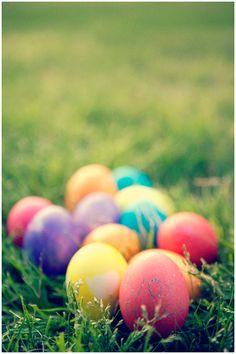 My daughter's creation. Easter eggs fun. Check out the pictures http://jenilysilva.com/cultivando-el-artista-en-mi-hija/