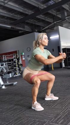 Pike Press is a difficult bodyweight workout. Find out how to do Pike Press with this exercise video. Fitness Workouts, At Home Workouts, Fitness Tips, Fitness Motivation, Health Fitness, Fitness Weightloss, Sixpack Workout, Butt Workout, Workout Challenge