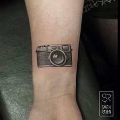 "92 Likes, 2 Comments - VINNIE STONES' SINSIN TATTOO (@sinsintattoo) on Instagram: ""Tiny wrist camera by @svenrayen #svenrayen #camera #cameratattoo #blackandgrey #blackandgreytattoo…"""