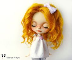 ** Nº42 - CUSTOM BLYTHE DOLL GINGER ** Customization work has been done on a Blythe Factory. THE PROCESS In the transformation of Ginger I spent many hours and the process has consisted of this steps: - Matting face. - Carving mouth, nasolabial hollow and nose. - Sleepy eyes. - Apply color with professional pastels and watercolor pencils of Faber-Castell and Rembrandt brads. New makeup in lips, blush, freckles, eyebrows, eyeshadows and lacrimal. - Sealing makeup with MSC. - Placing new p...
