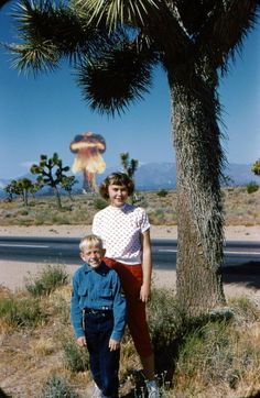 this photo is the atomic bomb (awkward family photos) Old Photos, Vintage Photos, Awkward Family Photos, E Mc2, Interesting History, Explosions, Photomontage, Funny Kids, Funny Photos