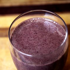 Drink Yourself to a Flat Belly: Pineapple Kale Blueberry Smoothie. 3 ounces vanilla Greek yogurt 1 tablespoon almond butter 1/2 cup frozen blueberries 1/2 cup frozen pineapple 1 cup kale 3/4 cup water