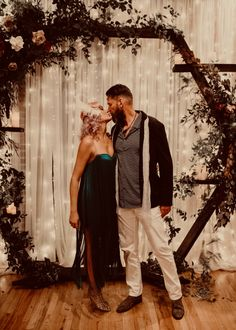 How to Throw a Roaring Wedding – The Brooklyn Aisle Brooklyn Wedding Venues, Roaring 20s Wedding, Faux Fur Shrug, Gatsby Style, Bridal Suite, Art Deco Era, Professional Hairstyles, Bar Mitzvah, Event Planning