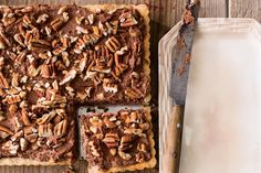 Recipe: Chocolate-Pecan Mousse Tart You can make and freeze crust ahead of time; thaw in your refrigerator overnight before preparing the filling. Pecan Desserts, Pecan Recipes, Tart Recipes, Chocolate Recipes, Just Desserts, Delicious Desserts, Pecan Pies, Delicious Chocolate, Dessert Dishes