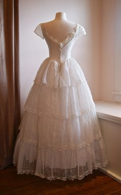 vintage wedding dress / 1950's tiered lace wedding gown / back view. Pretty Outfits, Pretty Dresses, Beautiful Dresses, Ball Dresses, Ball Gowns, Prom Dresses, Fairytale Dress, Fantasy Dress, Wedding Gowns