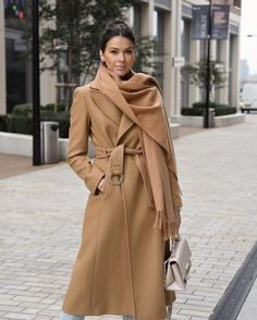 Classy Outfits, Casual Outfits, Classy Clothes, Camel Coat, Julia, Casual Chic, Raincoat, Fall Winter, Weather