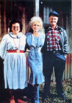 "Dolly Parton with her parents Avie Lee and Robert ""Lee"" Parton"