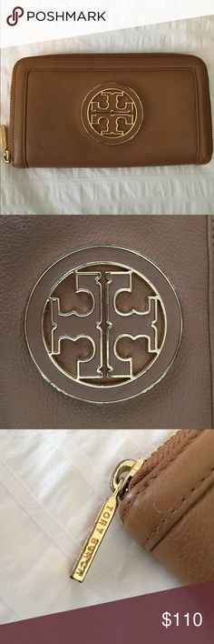 Tory Burch Amanda Zip Continental Wallet The leather and inside of the wallet are very well kept, but the logo and zippers have some scuff marks as shown. It's the perfect everyday wallet... plus who doesn't love Tory? 😊 Tory Burch Bags Wallets