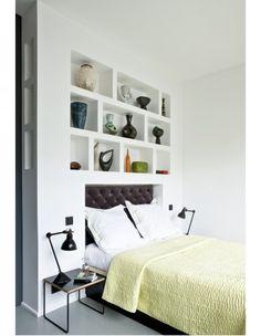 Dans un loft ambiance  années 50 Recessed Shelves, Cosy Bedroom, Bedroom Styles, Decoration, Home Furniture, Sweet Home, House Design, Interior Design, Inspiration