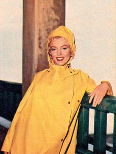 "Marilyn Monroe walking around Niagara Falls. Shot by Jock Carroll during the filming of the movie ""Niagara"" in June, Estilo Marilyn Monroe, Norma Jean Marilyn Monroe, Marilyn Monroe Photos, Joseph Cotten, Joe Dimaggio, Yellow Raincoat, Norma Jeane, Rain Wear, Celebs"