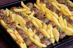 Mäsové guličky z morčacieho mäsa pečené naraz so zemiakmi Lamb Recipes, Dinner Recipes, Cooking Recipes, Good Food, Yummy Food, Tasty, Lunches And Dinners, Meals, Food Videos