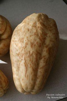 La christophine, chayotte ou chouchou est un légume ressemblant au coing, de la famille des cucurbitacées (originaire du...