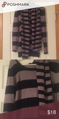 Cable & Gaige Sweater w/Scarf Cable & Gauge striped sweater with accent detachable scarf. Gently used/loved. Worn only twice. Size Small. Cable & Gauge Sweaters Crew & Scoop Necks