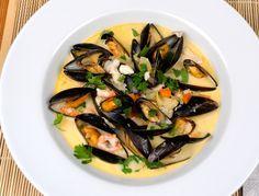 Skaldjursgryta eller gryta med skaldjur, musslor och fisk. En god gryta med smak av vitt vin, fånkål, rotfrukter, fisk, räkor och skaldjursfond bla.