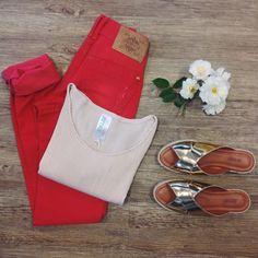 para você fazer um dia lindo ❤️ #lojaamei #chinelo #etiquetaamei #jeans #calçajeans #cropped #blusa #verao #flor