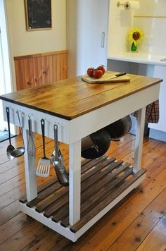 Woodworking/Furnishings DiY Kitchen cart Kitchen islands and Kitchens - Our favourite kitchen adorni Kitchen Decor, Kitchen Island Bench, Small Space Kitchen, Kitchen Design Small, Farmhouse Kitchen Island, Kitchen Island Design, Diy Kitchen, Diy Kitchen Island, Kitchen Island Storage