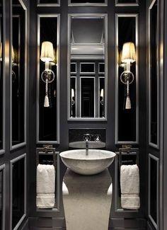 Décoration intérieure / Salle de bain bathroom toilettes WC / Noir blanc gris / Contraste / Elégant chic luxe / Moulures vasque sur pied / idée inspiration