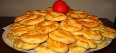 Τα νοστιμότερα πασχαλινά κουλουράκια που έχετε δοκιμάσει! Greek Sweets, Greek Desserts, Greek Recipes, Greek Cookies, Almond Cookies, Delicious Deserts, Yummy Food, Greek Pastries, Cookie Recipes
