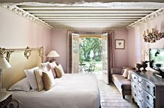 Hotel Villa Marie Saint-Tropez – Ramatuelle Stone & Living - Immobilier de prestige - Résidentiel & Investissement // Stone & Living - Prestige estate agency - Residential & Investment www.stoneandliving.com