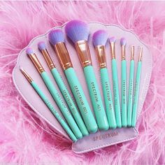 Super cute makeup brushes that I want, even if I don't know how to use - MAKE UP - Maquillaje Makeup Goals, Makeup Inspo, Makeup Inspiration, Mascara Hacks, Eyeliner, Beauty Make-up, Mermaid Makeup, Unicorn Makeup, Mermaid Hair