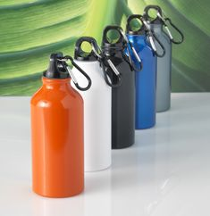 A mini metal marvel! Great value metal water bottle, 10 colours each with a black screw top lid and handy carabiner attachment. Top Water Bottles, Bottles And Jars, Baby Bottles, Glass Bottles, Diy Bottle, Bottle Crafts, Baby Bottle Decorations, Bottles For Breastfed Babies, Jar Centerpieces
