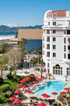 This seven-story grande dame sits right on Cannes's famous seafront boulevard La Croisette. Hôtel Barrière Le Majestic (Cannes, France) - Jetsetter