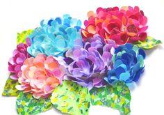 マスキングテープはアレンジ自在!こんなかわいい花も作ることができるのです。インテリアに、プレゼントやカードに添えてみてはいかがですか。・・・