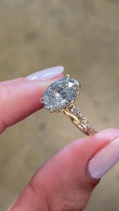Rings Cool, Pretty Rings, Unique Rings, Beautiful Rings, Old Rings, Dream Engagement Rings, Vintage Engagement Rings, Gemstone Engagement Rings, Vintage Promise Rings