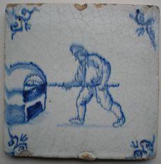Antieke tegel met BAKKER ( Zeldzaam ) hoekmotief ossenkop