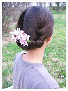 The Lady's Guide, for re-enactresses of the victorian era.: Victorian Hairstyle, for medium length hair.