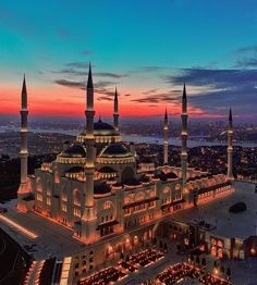 Beautiful view of Istanbul and the Çamlıca Mosque which has been recently opened this year in Istanbul Turkey. It is now the biggest mosque… Mecca Wallpaper, Islamic Wallpaper, Beautiful Mosques, Beautiful Places, Mekka Islam, Places Around The World, Around The Worlds, Mosque Architecture, Istanbul Travel