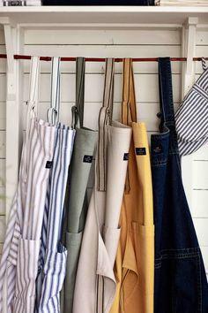 "Küchenschürze ""Lexington Icons Cotton Herringbone"" in 2 Farben von The Lexington Company My Favorite Things, Tote Bag, Fashion, Blue Design, Linen Fabric, Colors, Cotton, House, Moda"