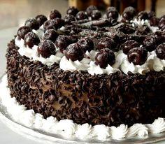 Σας παρουσιάζουμε τη συνταγή από μια τούρτα πειρασμό! Αρέσει στους περισσότερους και θα εντυπωσιάσει και αισθητικά αλλά και σαν γεύση τους καλεσμένους σας! Ιδού λοιπόν η τούρτα Black forest! Greek Desserts, Köstliche Desserts, Delicious Desserts, Dessert Recipes, Black Forest Cherry Cake, Forest Cake, Death By Chocolate, Round Cake Pans, My Best Recipe