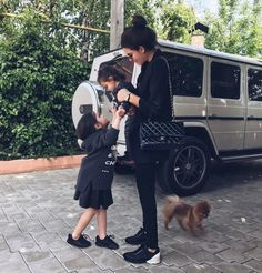 Mercedes g class, mercedes girl, mercedes benz, baby carriage, kendall and kylie Cute Family, Baby Family, Family Goals, Boujee Lifestyle, Luxury Lifestyle Fashion, Rich Family, Baby Momma, Future Mom, Rich Girl