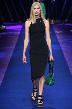 Versace Spring 2017 Ready-to-Wear Collection Photos - Vogue