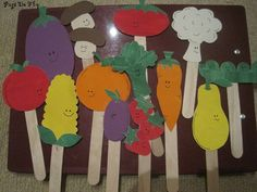 Cute vegetable craft - puppets (letter V) go with lois elhert abc fruit veggie, making veggie soup - Vegetable Gardening Fruit Crafts, Craft Stick Crafts, Mini Craft, Craft Sticks, Garden Crafts For Kids, Kids Crafts, Garden Kids, Farm Theme, Garden Theme