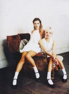 bienenkiste: Emma Balfour and Kate Moss by Thierry Le Gouès, 1994 Kate Moss, Fashion Tag, 90s Fashion, Fashion Models, Icon Fashion, Latex Fashion, Fashion Editor, Simple White Dress, Simple Dresses
