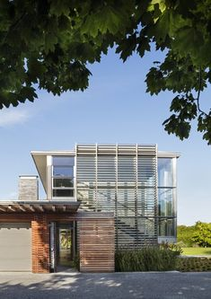 Hamptons Residence Modern Home in New York by Bohlin Cywinski Jackson on Dwell Metal Siding, Siding Materials, Outdoor Spaces, Outdoor Decor, Modern Architecture House, Modern Exterior, The Hamptons, Facade, Building A House