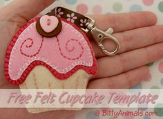 BittyAnimals.com Free felt cupcake tutoruial and template so you can make a cupcake brooch pin, keychain or hanging ornament.